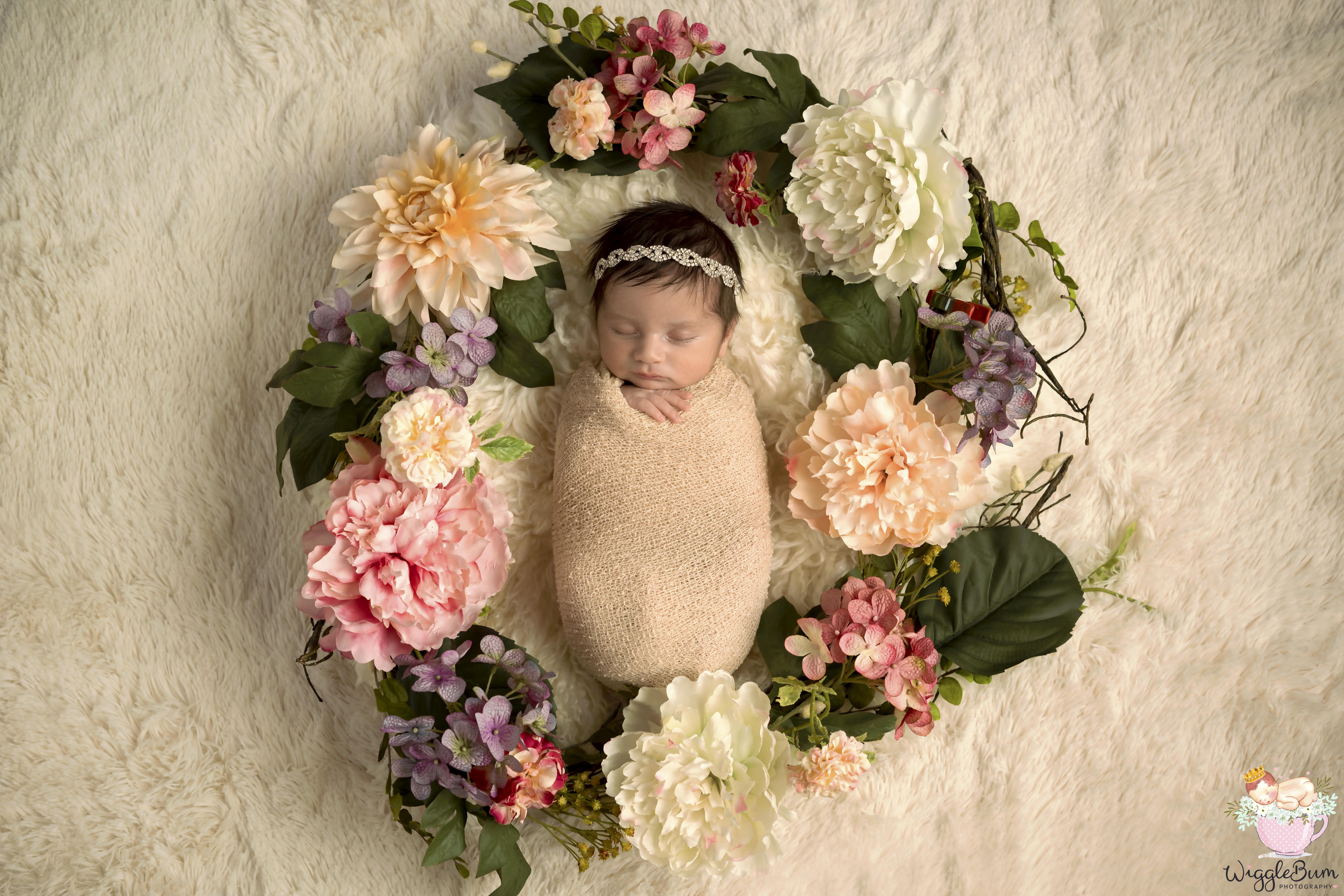Wigglebum-infant-photography-newborn-India-Mumbai-best-top-flowers