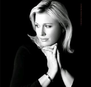 Emme-AIDS-Bracelet1.jpg