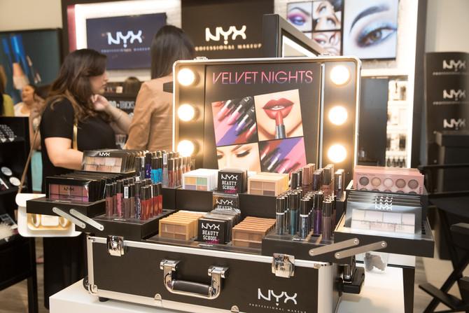 "NYX Professional Makeup complace a sus ""Makeup Junkies"""