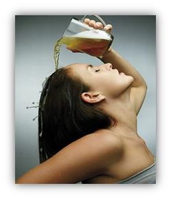 ¿Quién Dijo Que La Cerveza Es Solo Para Tomarla? Conoce Sus Beneficios Para El Cabello.