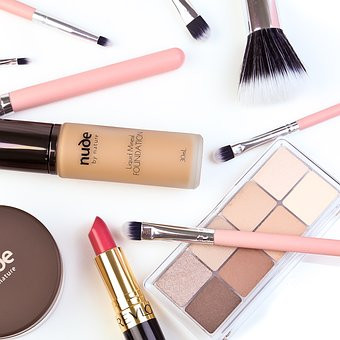 """""""Elementos Esenciales Para un Auto-Maquillaje"""""""
