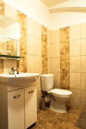 umyvadlo + záchod
