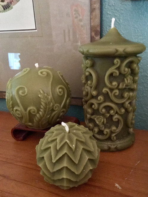 Moss Dwarf Star Orb Beeswax Candle