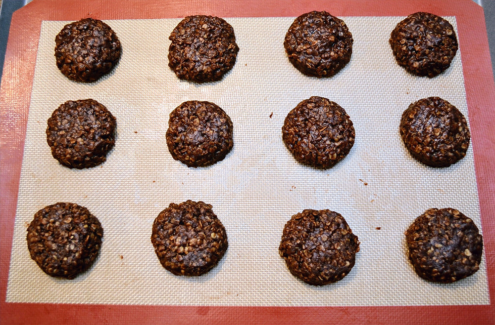 Easy No-bake Chocolate Peanut Butter Oat Cookies