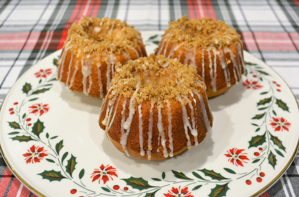 White Chocolate Spiced Eggnog Bundt Cakes with Cinnamon Brown Sugar Crumble