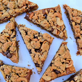 Chewy Salted Caramel Cashew Bars