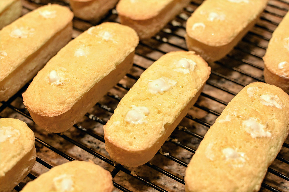 Sponge Cake Twinkies with Cream Filling