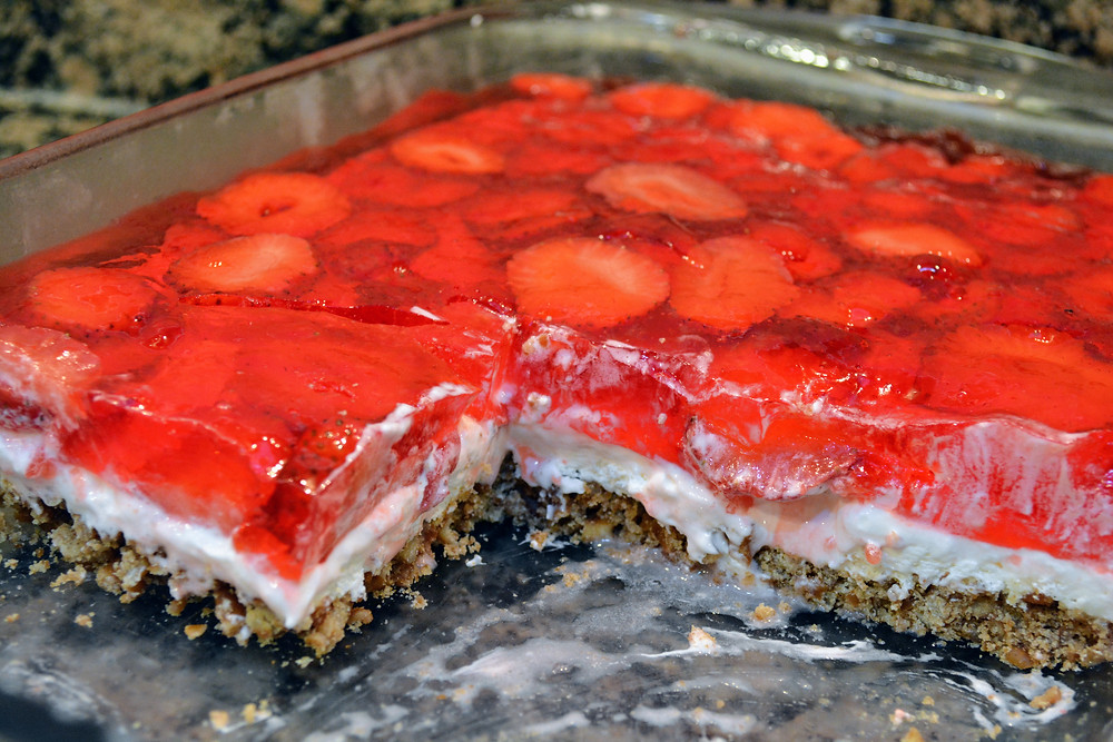 Creamy and Crunchy Strawberry Pretzel Salad Bars with Cream Cheese Filling