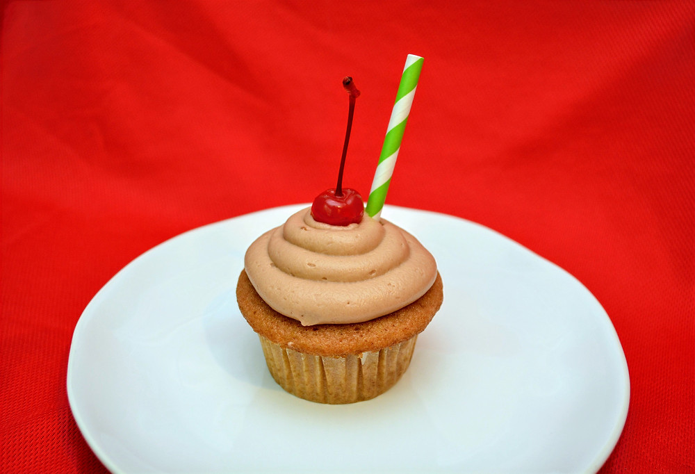 Easy Summer Root Beer Float Cupcakes