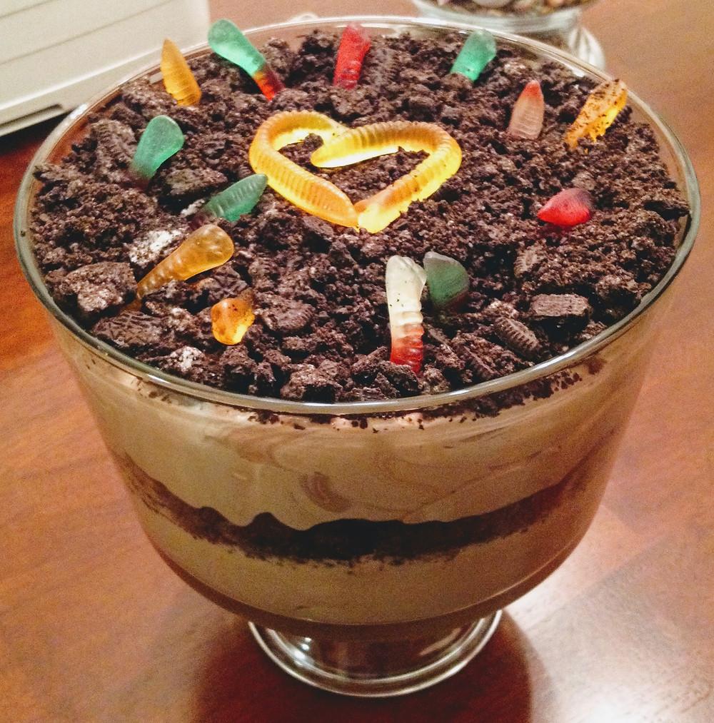 Easy No-bake Oreo Dirt Pudding Trifle