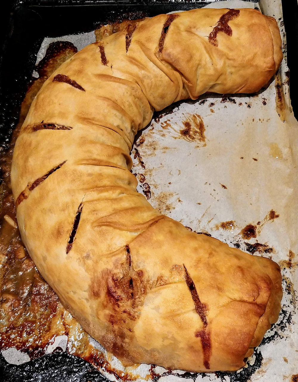 Fresh Baked German Apple Strudel
