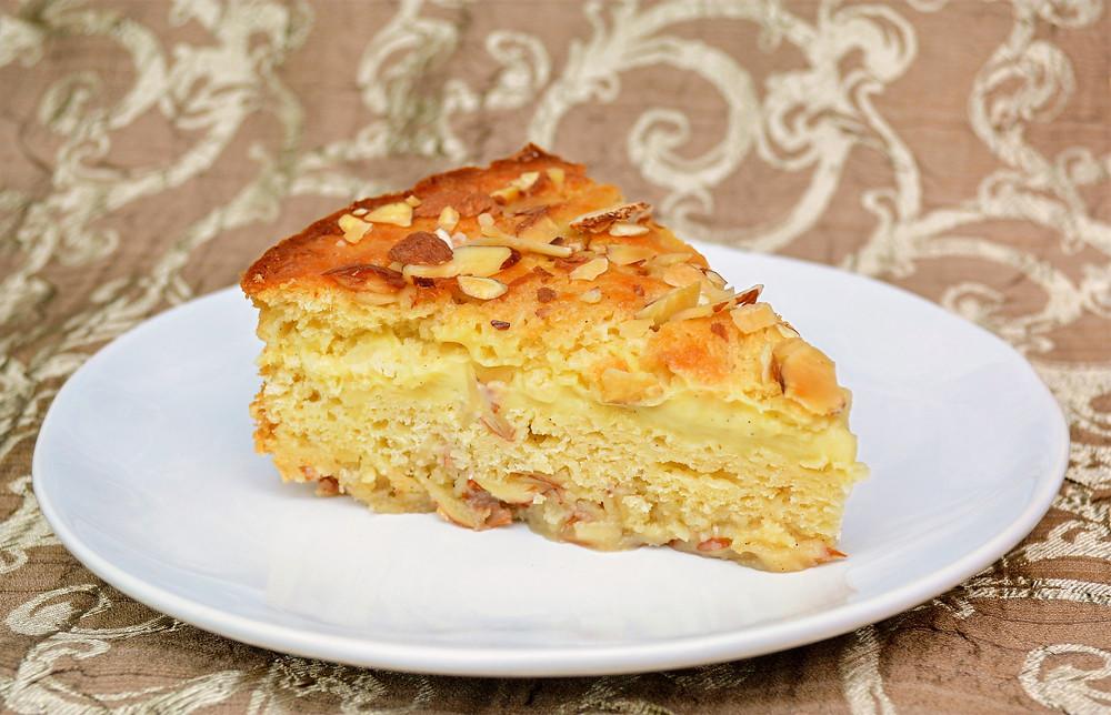 German Bee Sting Cake (Bienenstich Kuchen)
