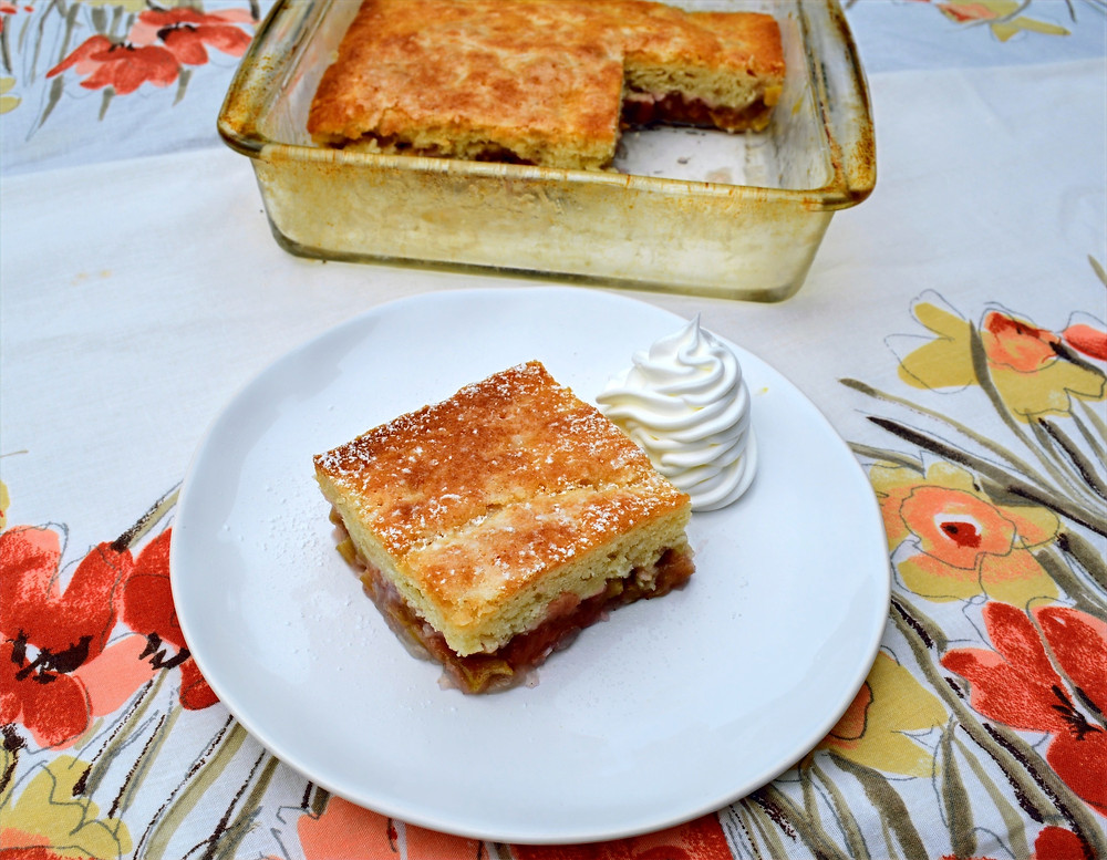 Tender Old-fashioned Sticky Rhubarb Pudding Cake