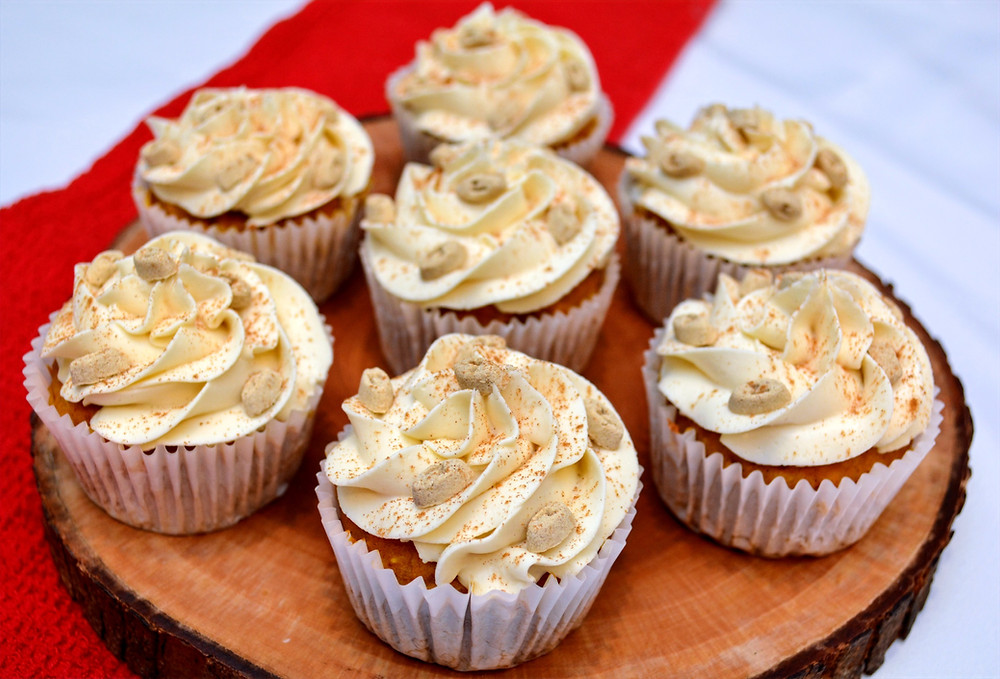 Fun Apple Pumpkin Pupcakes with Maple Cream Cheese Frosting