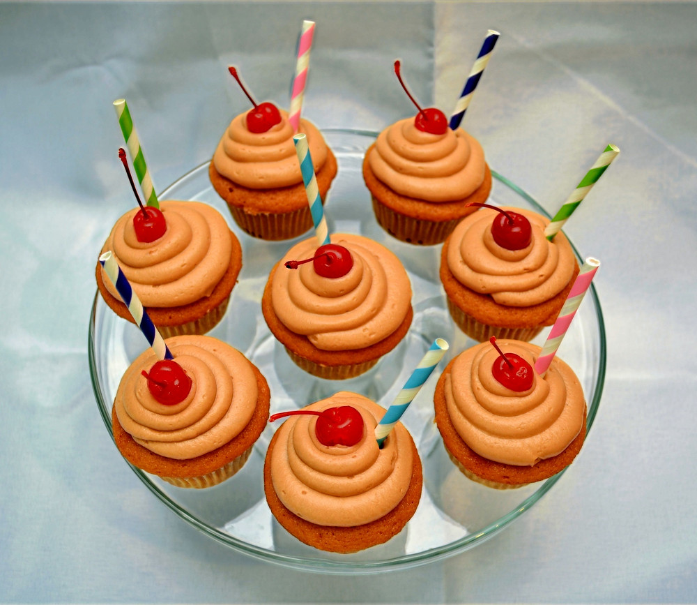 Cute and Creative Root Beer Float Cupcakes