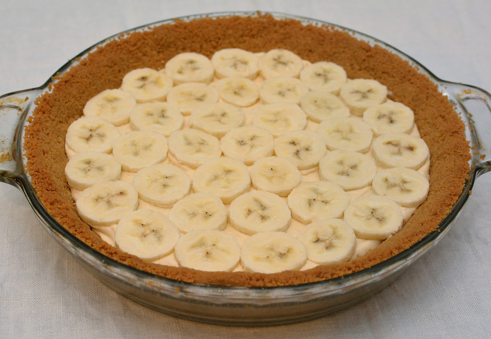 Peanut Butter Banana Cream Pie with Sliced Bananas