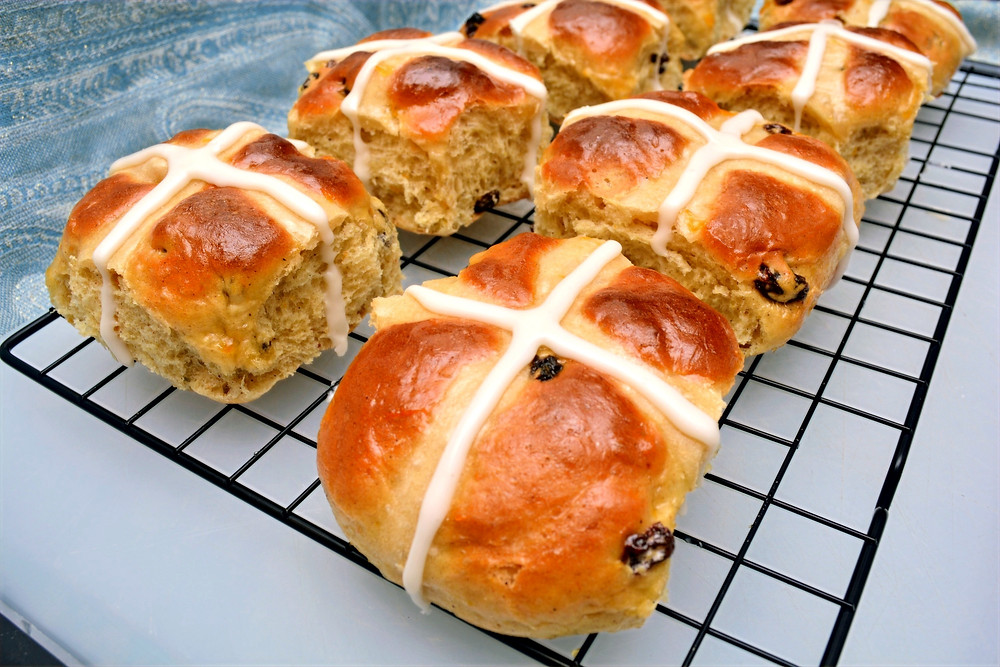 Hot Cross Buns with Vanilla Icing