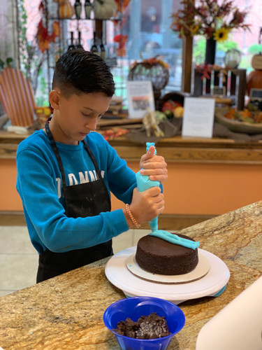 Cake Deocrating for Kids