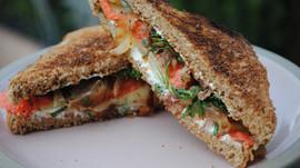 Recipe: Smoked Salmon and Caramelized Onion Sandwich – Serves 4