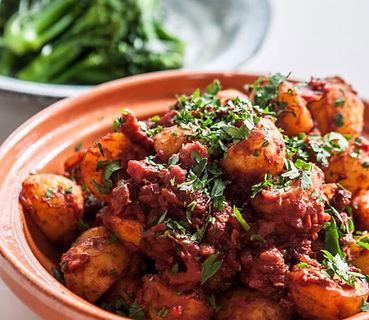 chorizo-patatas-bravas.jpg
