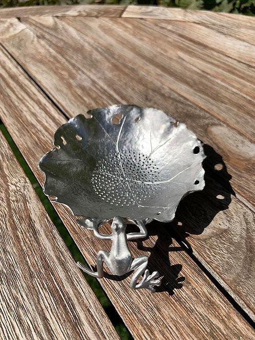 Theezeefje in zilver kikker