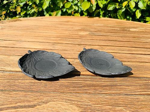Gietijzeren onderbordje blad