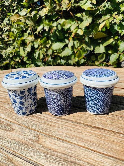 Porseleinen theefilter met schoteltje