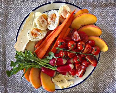 Assiettes crudités de fruits et légumes