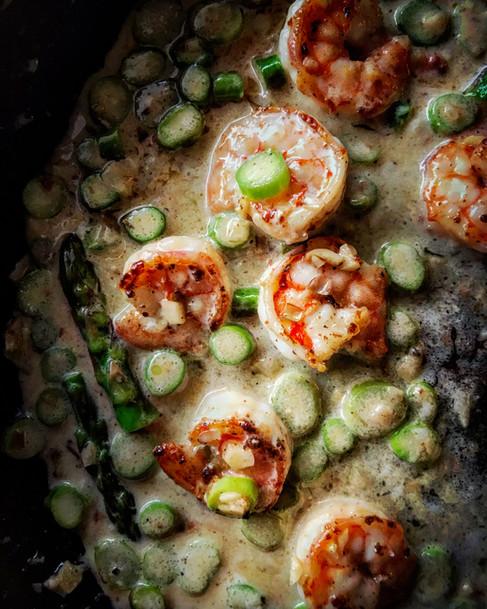 Crevettes et asperges, sauce vin blanc