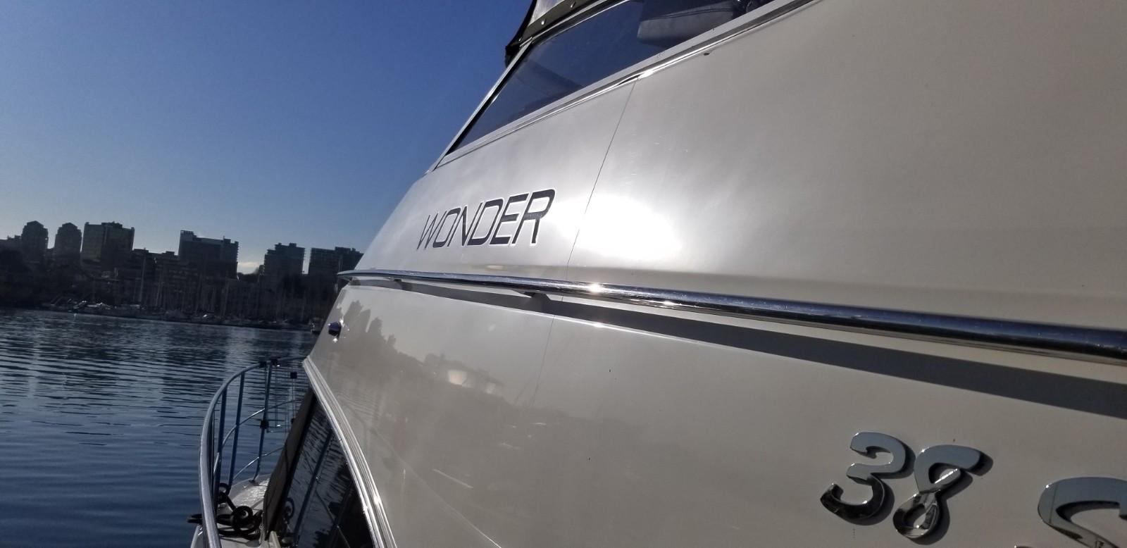开展前巧遇这个冬季最寒冷, 却是美丽的晴天, 移动船只进场是个愉快的行程