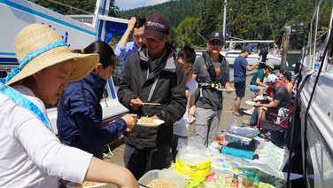中午的烧烤更是为游艇会增添了热闹的气氛!