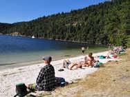 纯净贝壳沙滩, 慵懒享受夏季日光