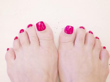 歩き方で足爪の形も変わる