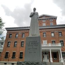 Statut Monseigneur Moreau St-hyacinthe.jpg