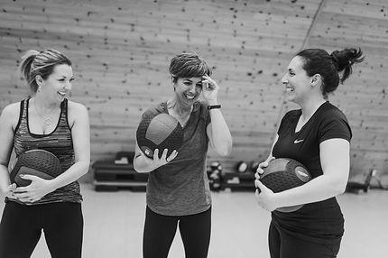 Femmes entraînement avec ballon