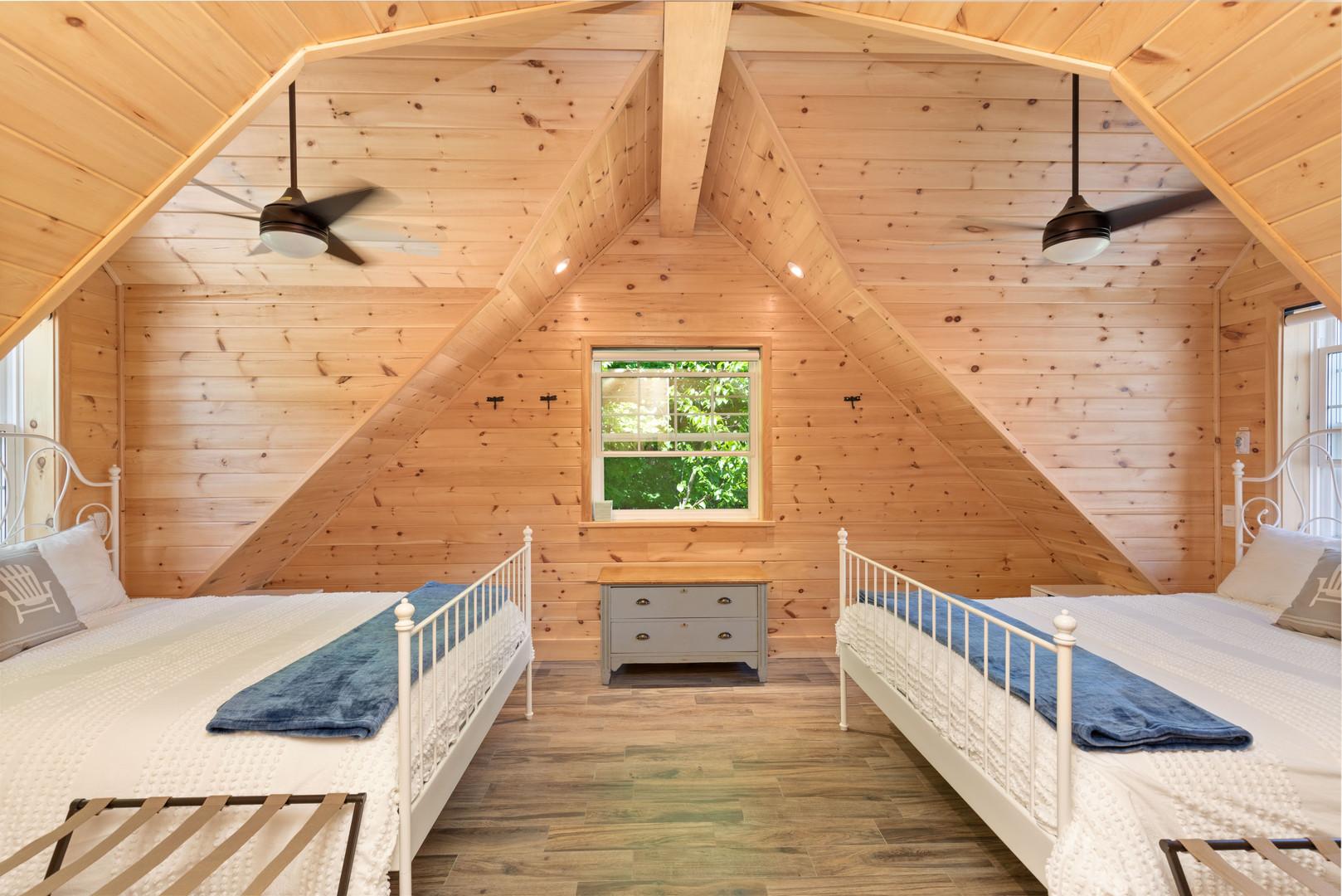 Beautiful Muskoka Cottage bedroom