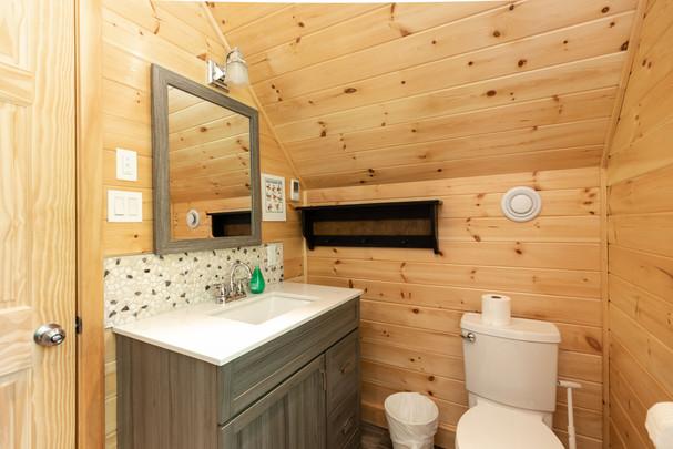 Beautiful Muskoka cottage rental bahroom