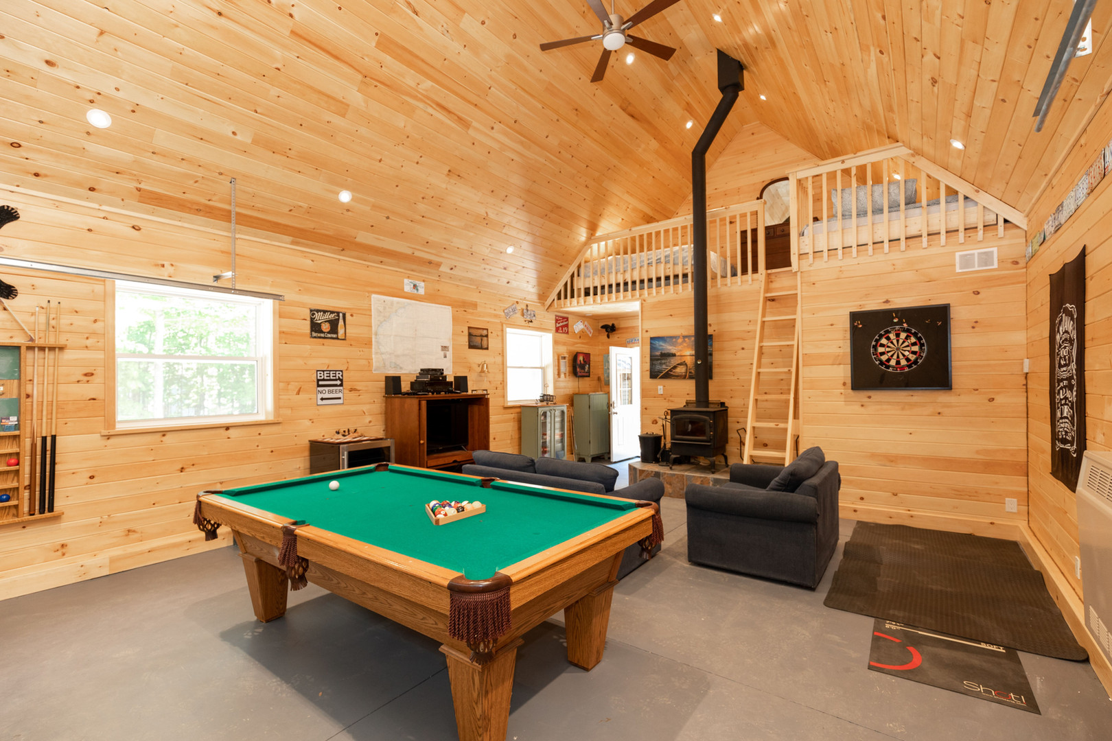 Muskoka cottage with games room