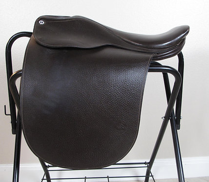 "Barnsby 20"" w/ Pigskin Imprint Seat and Flaps"