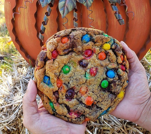 1 Big MNM Cookie stuffed with Nutella