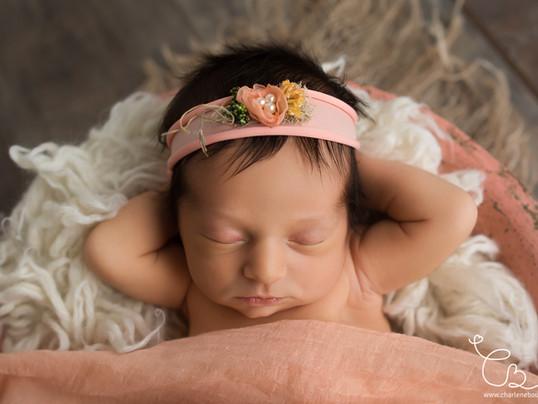 Séance nouveau né en studio d'Eline - Photographe naissance en Isère