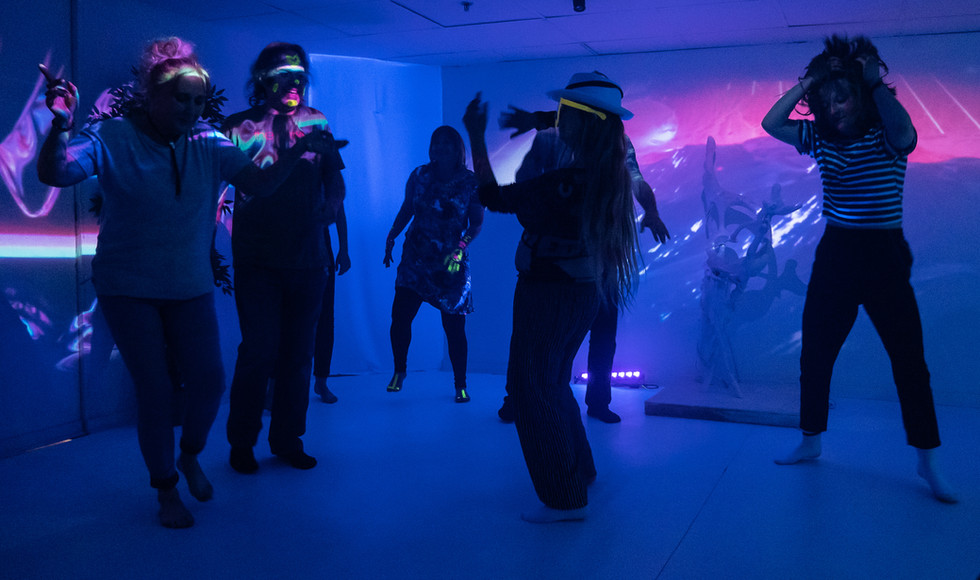 Micro-Rave: A rave in the Dream Room no1.