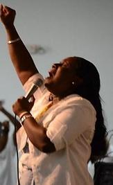 Pastor Nicole 2.png
