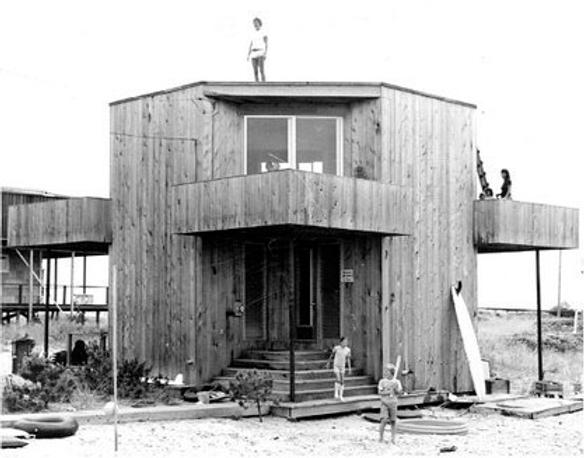 2_573 Coast Guard McGregor House 2_NE Fa