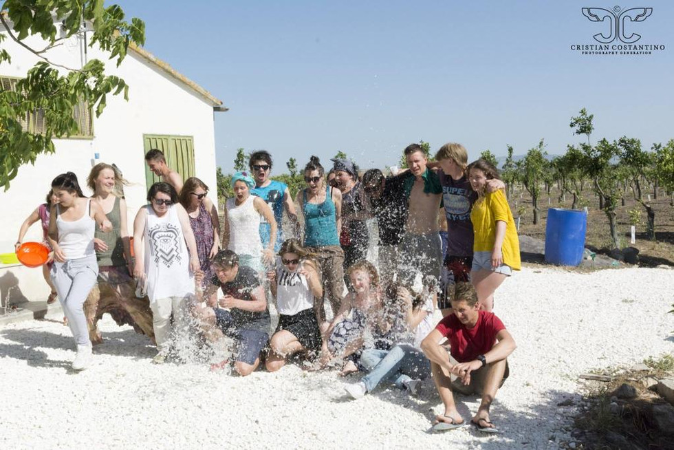 2014. gada 13. maijs. Jauniešu apmaiņa Itālijā. 8. diena. +49C un slapjā fotogrāfija
