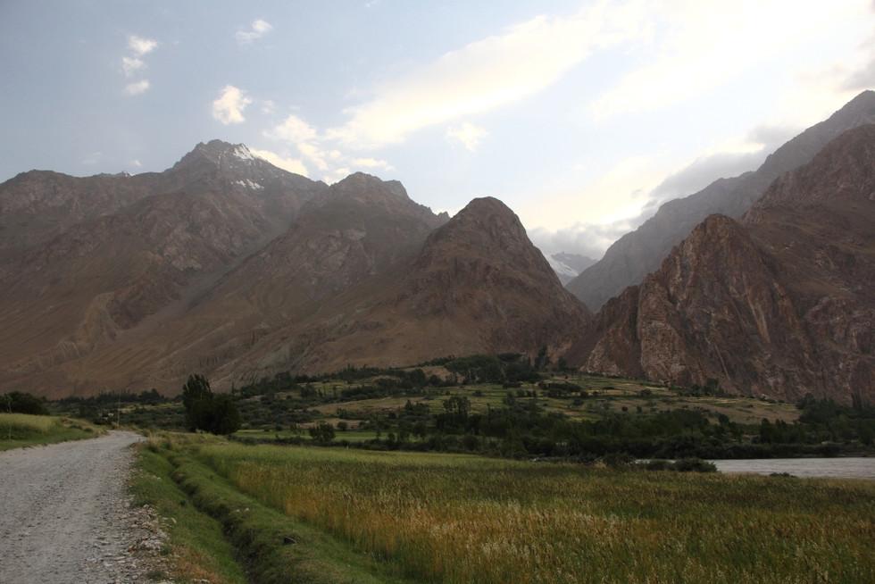 2017. gada 3. augusts. Tadžikistāna, Avdža. Sirpis un piparmētras turpinās