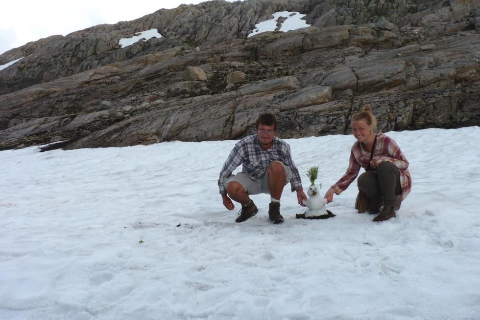 2014. gada 26. jūlijs. Norvēģija. 6. diena. Sniegavīrs tiek pie sniega suņa