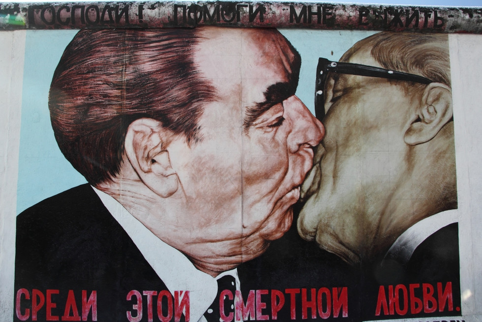 2018. gada 13. februāris. Vācija, Berlīne. Māksla, mūzika un sirdi plosoši Berlīnes mūra stāsti