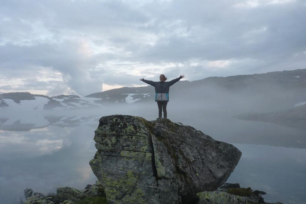 2014. gada 28. jūlijs. Norvēģija. 8. diena. Saldummīļu uzdzīve miglas vālu ielenkumā