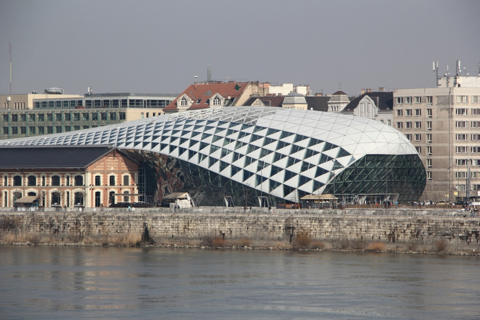2018. gada 11. februāris. Ungārija, Budapešta. Mākslas un fotogrāfiju ielenkumā